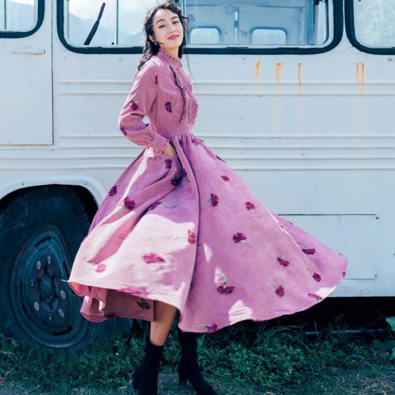 Col montant broderie princesse robe féminine à manches longues vintage style robe en velours côtelé 2018 automne nouveau vêtements gx1557