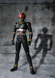 Image 2 - PrettyAngel Подлинная Bandai Tamashii Nation S.H. Фигурка Кама Райдера в масках, черная экшн фигурка