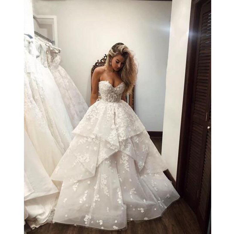 Elegant Sweetheart White Lace Appliques Pearl Beaded Tulle