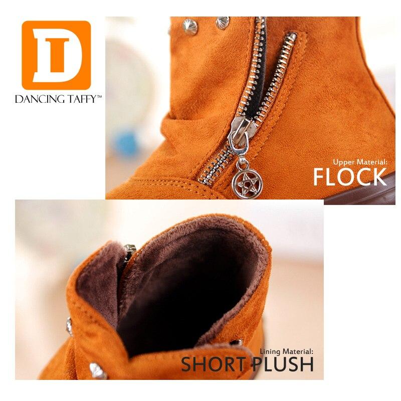 1e8daa735 Marca 2019 otoño zapatos de los niños zapatos bandada de cuero suela de goma  plana botas Abkle corta de moda botas para la nieve de las niñas los niños  en ...