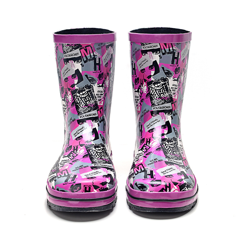 In the spring of 2016 the new fashion style ladies boots female cone canister boots in rubber shoes Water shoes women shoes the new spring and summer ms south korea ensure their boots comfortable show female water thin antiskid tall canister shoe