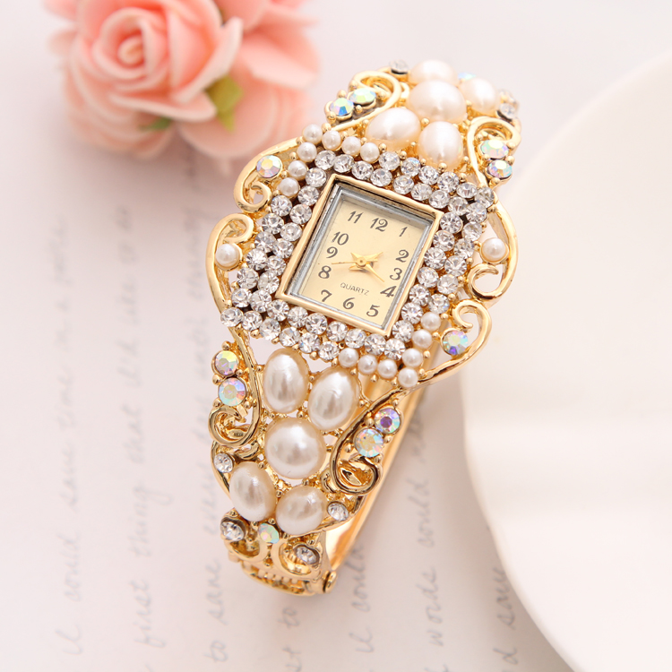 Wholesale Lady Noble Bangle Watch Crystal Geneva Quartz Watches Women Wristwatch Imitation Pearl Wrist Dress Quartz Watch