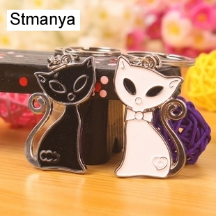 New Black and White Cat Couple Keychain Heart Key Ring Silver Plated Lovers Love Key Chain Souvenirs Valentines Day Gift 17283