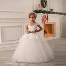Barato blanco flor niñas vestidos para la boda vestidos de la manga casquillo del cordón del