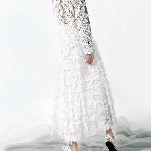 Image 2 - [EAM] 2020 אביב חדש אופנה שחור לבן גדילים תפרים גדול מטוטלת ארוך סוג חצי גוף חצאית נשים YC237