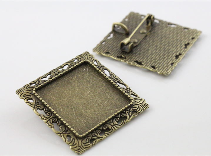New Fashion 2pcs 25mm Inner Size Antique Bronze Brooch Square Cabochon Base Setting (A7-36) 2pcs 20mm inner size antique silver and antique bronze colors plated brooch pin fish style cabochon base setting