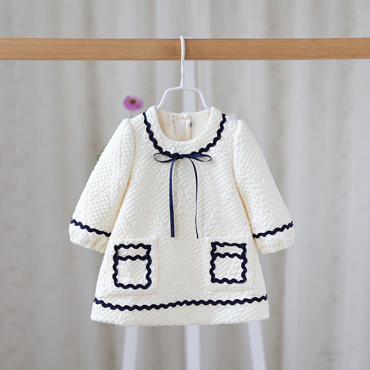 Free shipping 3 colors 2016 Autumn baby girls fashion outerwear toddler kid cotton coats girl trench bow wholesale 16081701