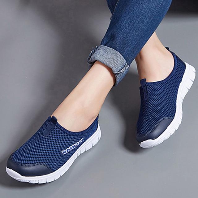 Plus Size Mulheres Luz Tênis Deslizar Sobre Sapatos Casuais Malha Respirável Sapatos Femininos Planas Confortáveis Tênis de Corrida Unisex