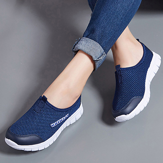 Plus la Taille Femmes Lumière Sneakers Casual Mesh Respirant Plat Chaussures Femme Slip Sur Mocassins Confortable Unisexe Chaussures de Course