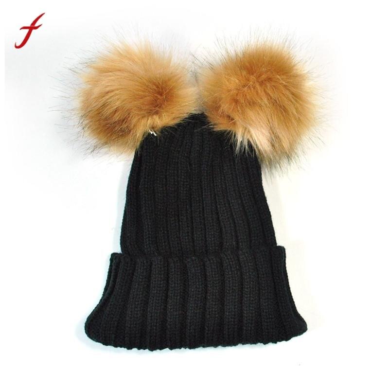 Moda da Pele Do Falso Dois Bola Pompom Chapéus Para Mulheres Recém Manter  Quentes de Inverno Chapéus De Malha Bainha Inverno Chapéu Bonnet Femme 5579214e4ce