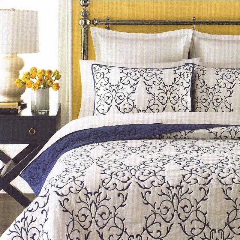 Бесплатная доставка американский стиль синий зеленый вышитый узор 3 шт. Лоскутное Одеяло Полный/queen king size aircondition покрывало