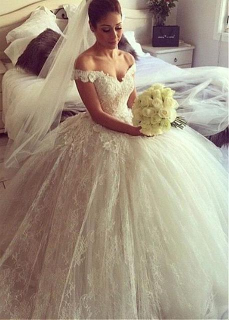 3a4fe330f4 Vintage Lace Ball Gown Wedding Dresses 2017 Off the Shoulder Appliques Big  Puffy Princess Wedding Gowns Buttons Straps Luxury