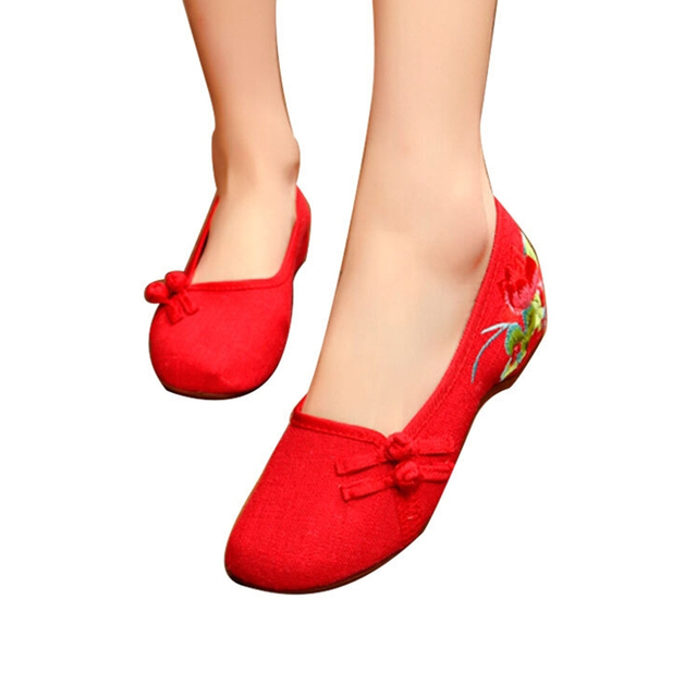 ff20df9e4f1a 2018 Women Flats Old Peking Shoes Chinese Flat Heel With Flower Slip On  Canvas Embroidery Comfortable Soft Canvas Shoes