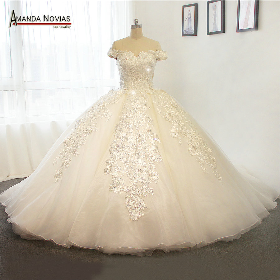 Off The Shoulder Luxury Puffy Wedding Dress With Long Train 2017