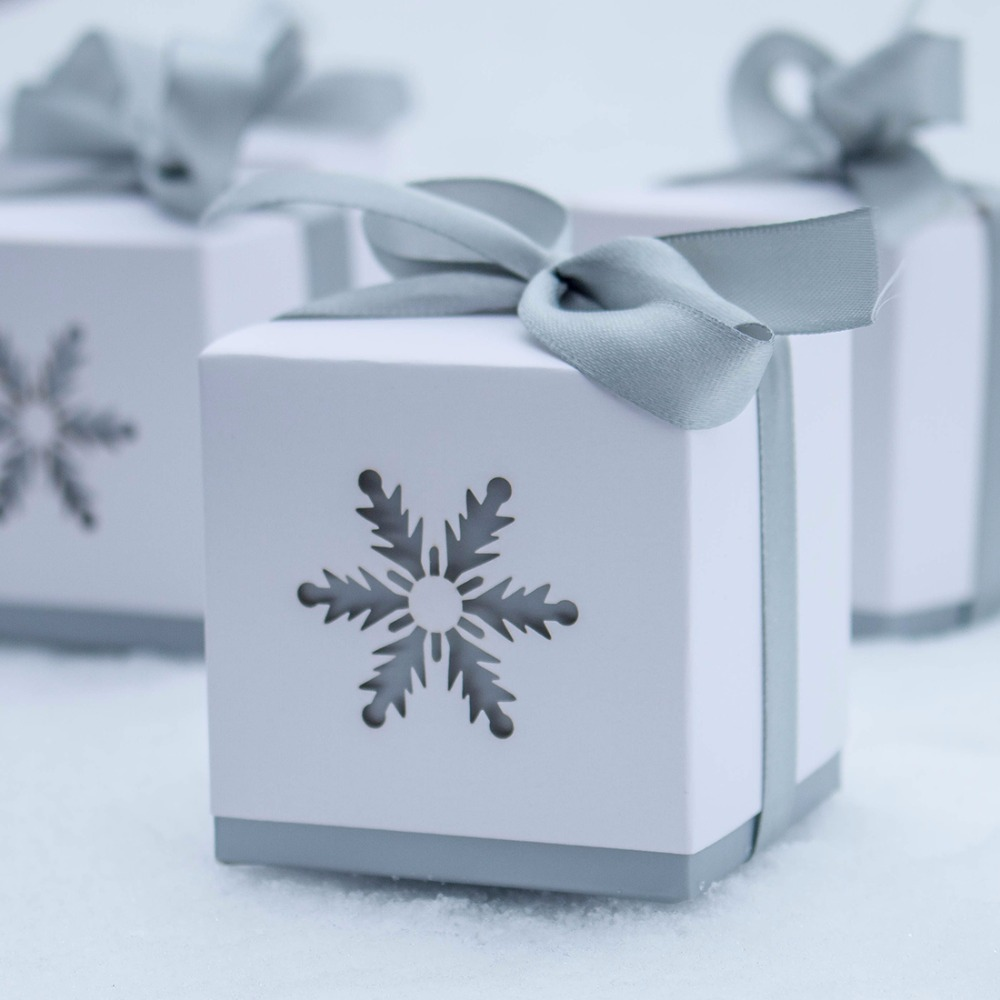 H D 50pc Snowflake Laser Cut Candy Box Wedding Favors And Gifts For Guest Chocolate Favor Party In Gift Bags Wring Supplies From