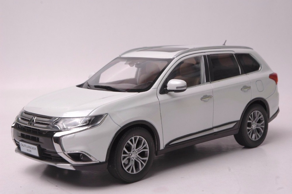 1:18 Diecast Model for Mitsubishi Outlander 2017 White SUV Alloy Toy Car Miniature Collection red mitsubishi lancer fortis diecast model show car miniature toys classcal slot cars