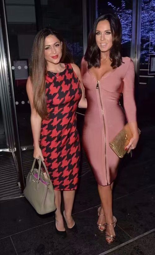 2018 nouveau haute couture sexy femmes usine robes rose rose col en v à manches longues zip avant bandage robe beige noir en gros Q-54