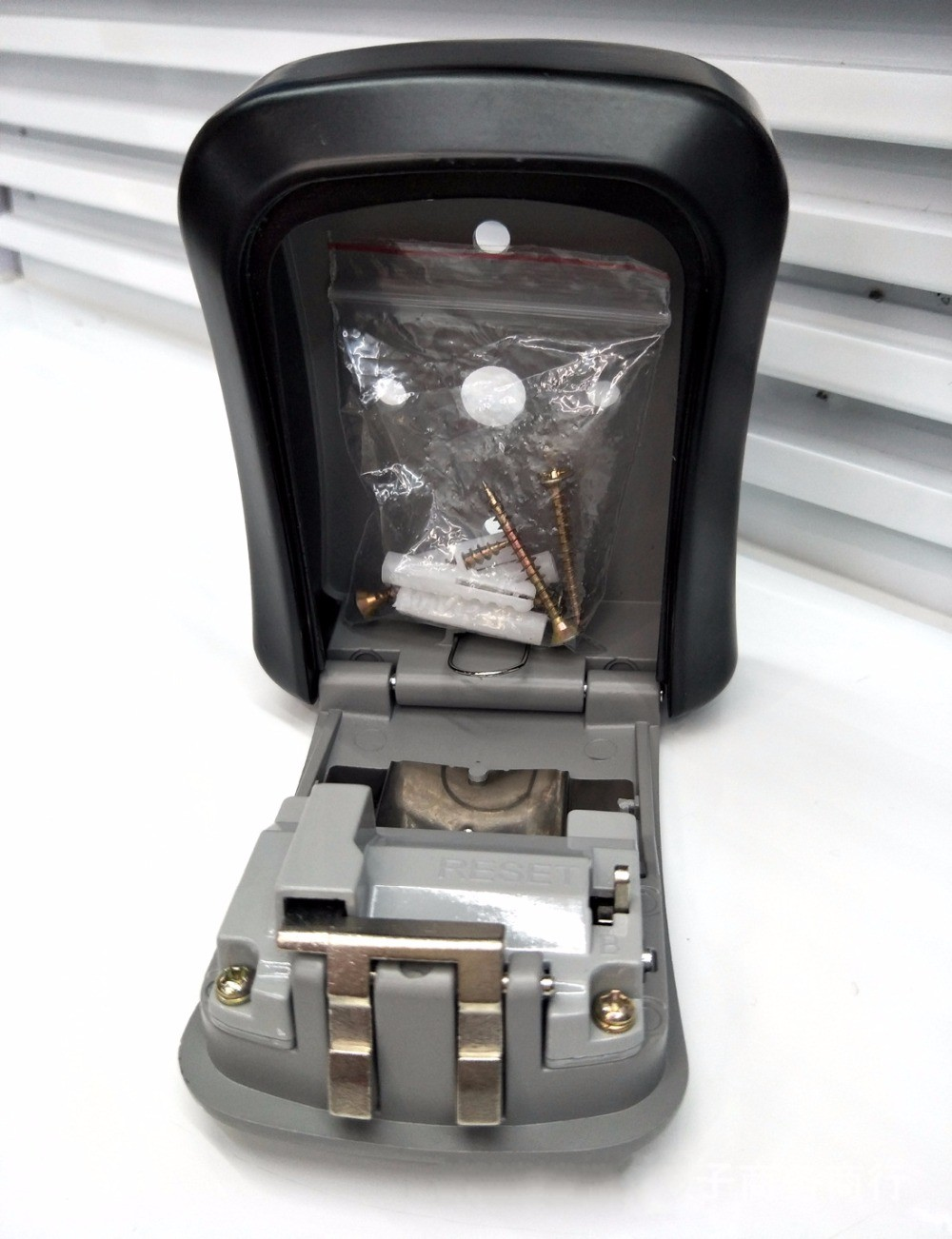 NEW STEEL OUTDOOR WALL KEY BOX WITH COMBINATION STORE KEYS HIGH SECURITY LOCK Home SAFE