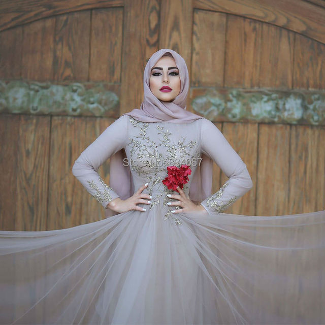 Gold Appliques Muslim Evening Dress 2017 Long Sleeves A line Tulle Formal  Dresses and Dubai Flowers Hijab Women Evening Gowns 0e89ec199273