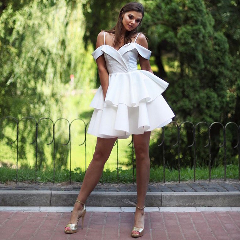 Off Shoulder White Cocktail Party Dresses Appliques Spaghetti Straps Homecoming Dress Tiered Skirt Short Mini Prom Gowns