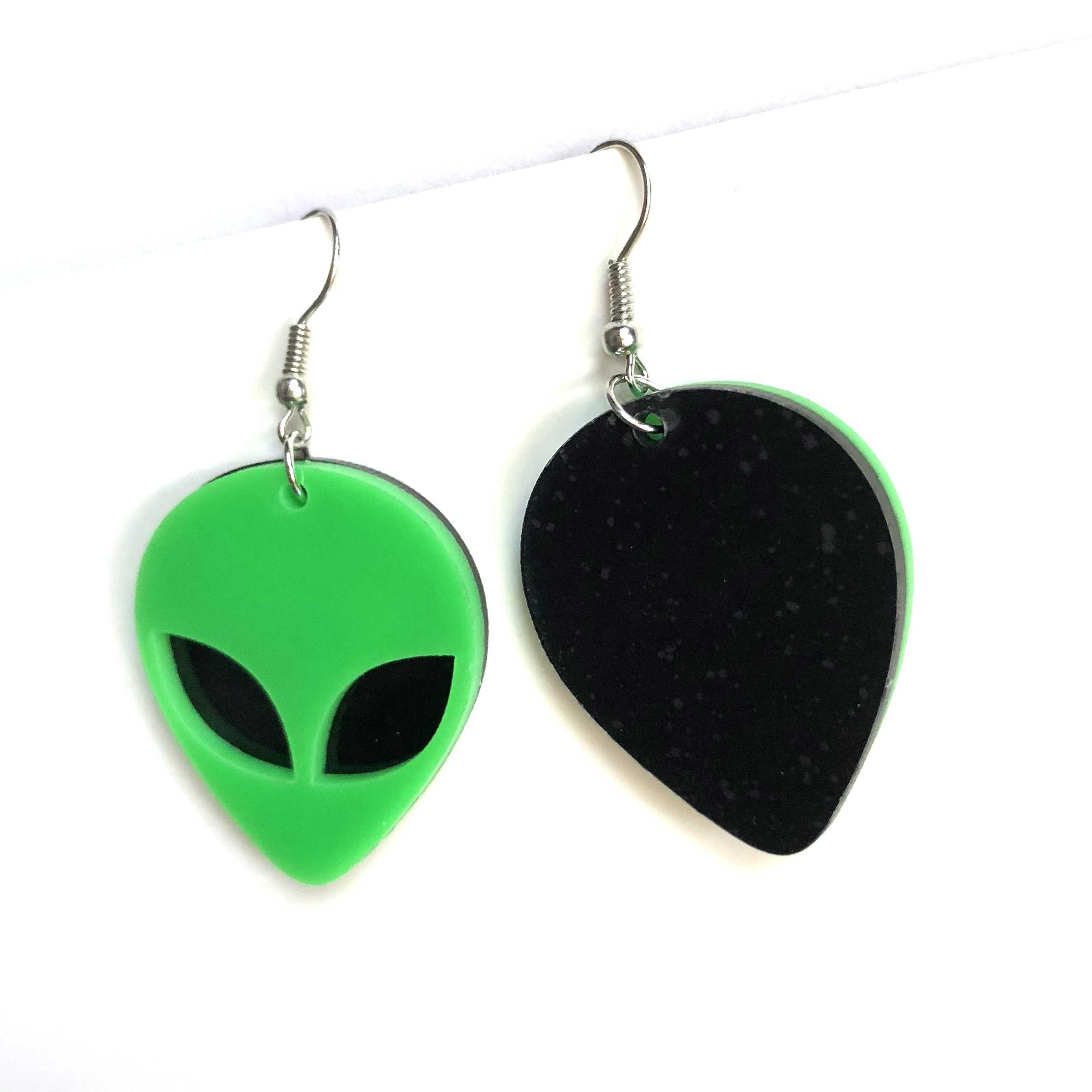 Kreatywny nowy projekt mody zielony Alien akrylowe kolczyki spadek fajne Punk przesadzone spodek człowiek dynda kolczyki Trendy biżuteria