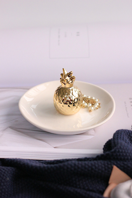 SaiDeKe Home decor Golden Pineapple ceramic jewelry Organizer ring