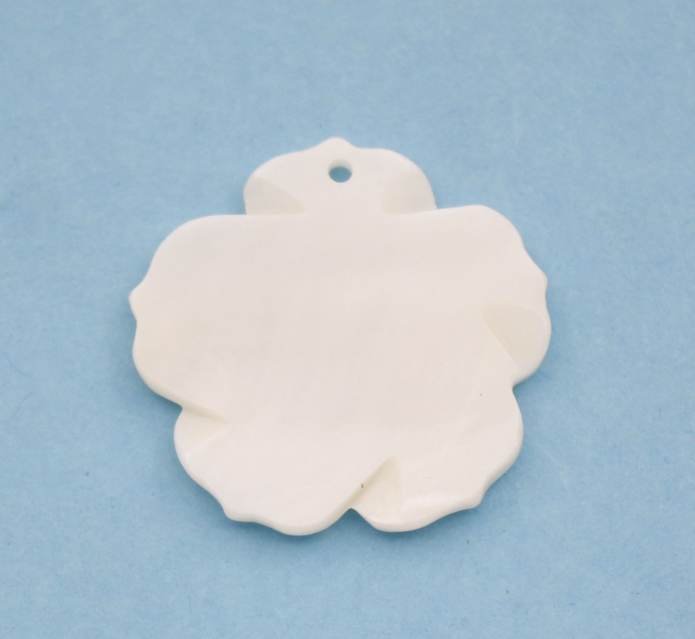 Купить с кэшбэком 1 PCS 25mm White Shell Flower Carved Natural Sea Water Mother of Pearl