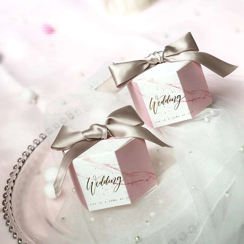 50 stücke Hexagonal Neue Rosa Marmor stil Candy Boxen Hochzeit Gefälligkeiten Partei Bomboniera Giveaways Geschenk Box mit rosa/grau bänder-in Geschenktüten & Verpackungs-Zubehör aus Heim und Garten bei  Gruppe 1