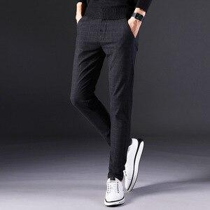Image 4 - 2019 novas calças masculinas em linha reta soltas calças casuais tamanho grande algodão moda masculina terno de negócios calças xadrez marrom cinza algodão