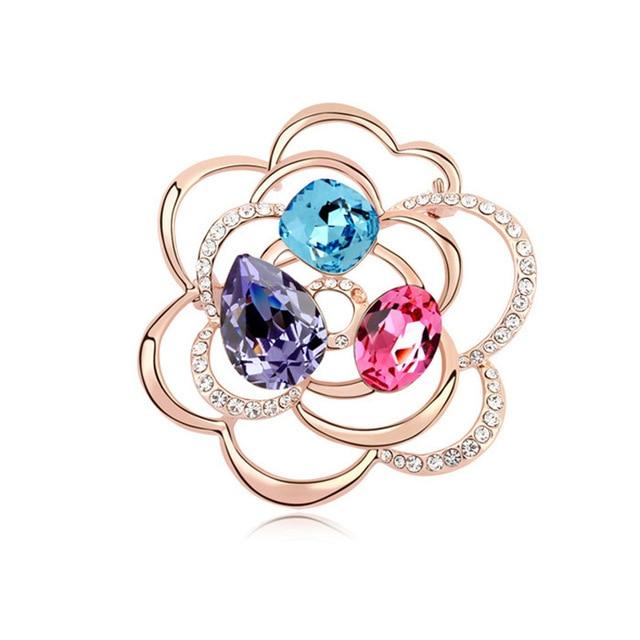 A partir de cristal Swarovski de Luxo Rose Banhado A Ouro Oco Flor Broche Moda Feminina Cristais Elements Broches Partido Jóias