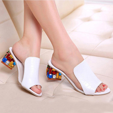 Новые летние женские сандалии; большие размеры 34-41; цветные хрустальные стразы; летние женские туфли с открытым носком на каблуке; женские шлепанцы