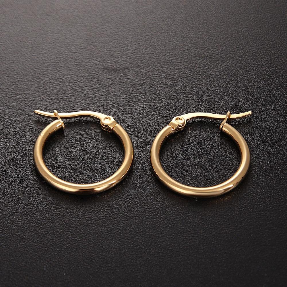 1 Paar Frauen Einfache Ohrringe Heißer Verkauf Punk Stil Edelstahl Gold Silber Schwarz Hoop Ohrringe 10mm -70mm Verfügbar Großhandel Der Preis Bleibt Stabil