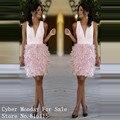 Bonito penas cor de rosa na altura do joelho vestidos de baile 2017 nova chegada profundo decote em v backless curto prom dress formal vestidos party girls