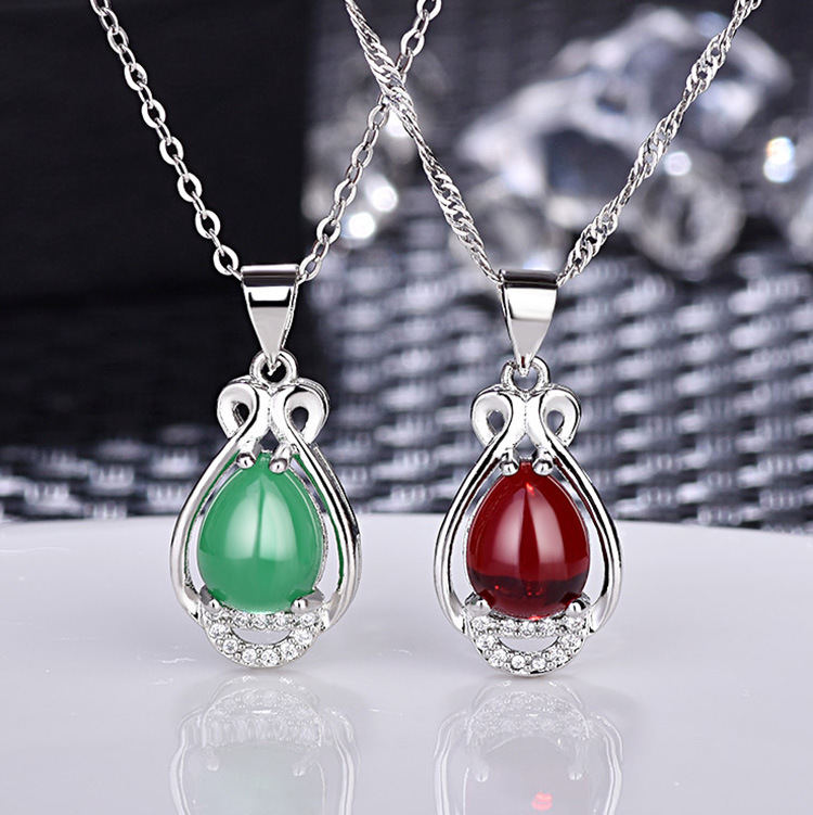 Fashion Jewelry Pendant Necklace for Women Style Hollow Out Delicate Green Carnelian Imitation Silver