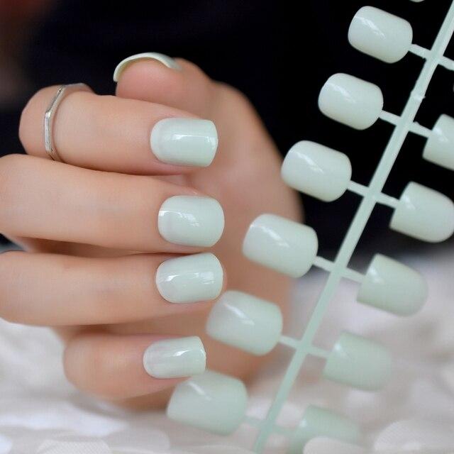 24pcskit Simple Design Fake Nails Light Green Medium Nail Art False