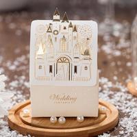 50 Pz Romantico Castello Favorisce I Regali Baby Shower Elegante Bianco di Lusso Decorazione Taglio Laser Contenitore di Caramella di Cerimonia Nuziale Del Partito Per Gli Ospiti