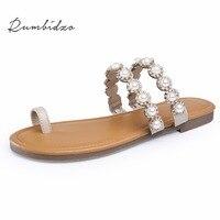 Rumbidzo Mulheres Sandálias 2018 Nova Mulher Sapatos de Cristal Pérola Sapatos de Verão Sandálias de Salto Plana Sapatos de Praia Sapatos Bege