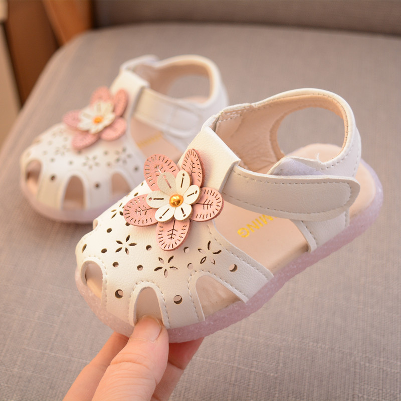 Practical 2019 Led Lights Baby Girls Sandals Summer Flowers Princess Shoes Non-slip Soft First Walk Newborn Sneakers Beach Shoes Year-End Bargain Sale Baby Shoes Mother & Kids