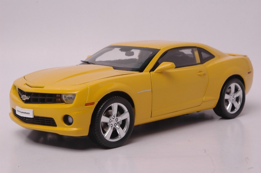 1:18 Diecast Model for Chevrolet Chevy Camaro Yellow Alloy Toy Car Collection Gifts Bumblebee maisto bburago 1 18 fiat 500l retro classic car diecast model car toy new in box free shipping 12035