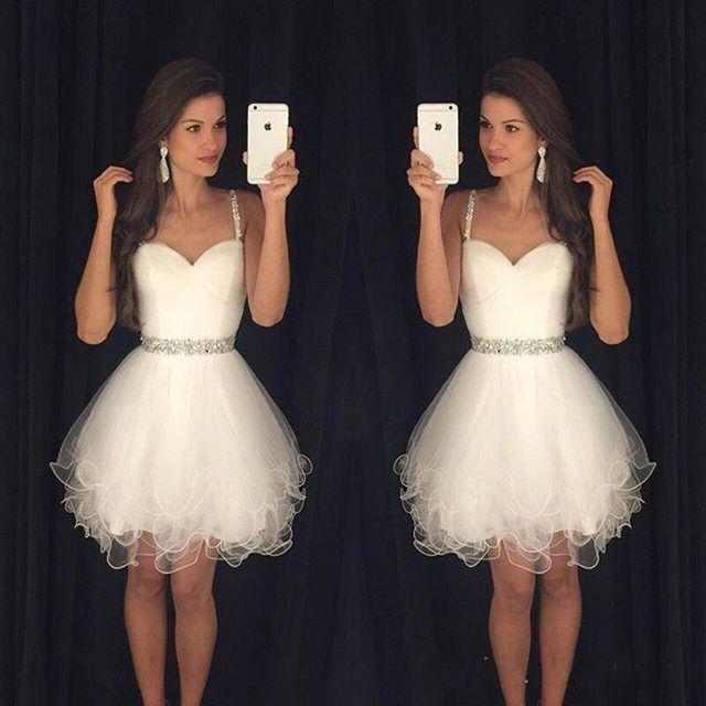 1e8a2fe2e Modest Corto Blanco Vestidos de Fiesta Barato Correas Espaguetis Con  Cuentas Cristales Ruffles Vestidos de Fiesta