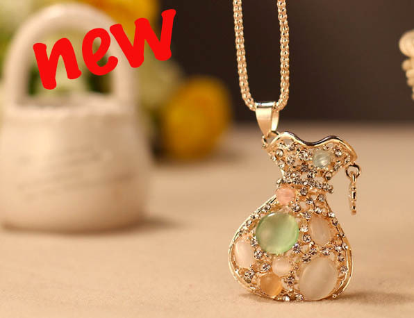 New trend opal design fashion jewelry vintage gold alloy chain new trend opal design fashion jewelry vintage gold alloy chain handmade rhinestone opal pendant bag shap aloadofball Images