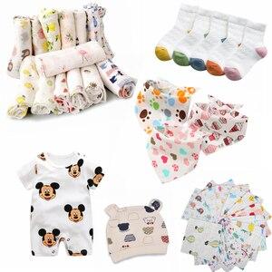 Zestaw dziecięcy śliniaki ręczniki skarpetki ręczniki czapki kombinezony koce nowonarodzony chłopiec maluch skarpetki akcesoria dla dzieci Baby Burp Cloths 0-12M