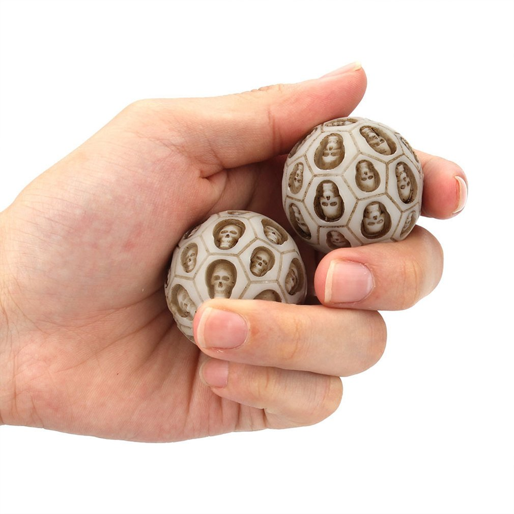 2 Pcs Skull Shape Resin Hand Turn Health Ball Decompression Massage Ball Release Pressure Gags Relaxed Gift