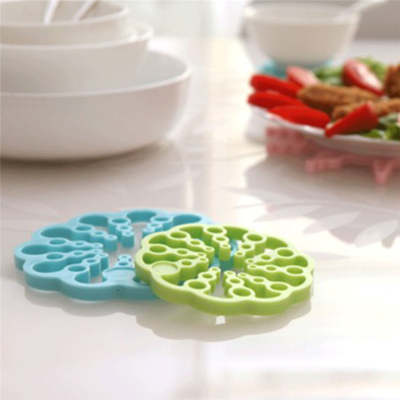 TTLIFE New Arrival 1Pair Foldable Multifunctional Creative Flower-shape Cup Mat Bowl Pad Dinner Placemat Random Color