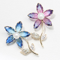 2019 new vintage two tone crystal five petal brooch with simple floral brooch temperament coat accessories