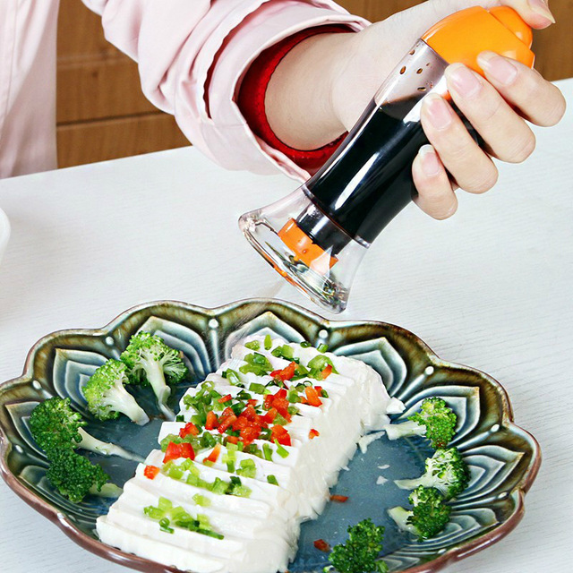 New Kitchen Leakproof Oil Sprayer Food Grade Plastic Sauce Vinegar