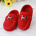 2016 Nuevo Bebé de La Muchacha Zapatos Decoración de Metal de Cuero Slip-On Soft Sole Infant Toddler Baby Girl Boy Zapatos 0-15 Meses