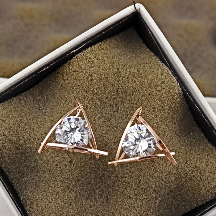 YUN RUO 2020 Rose Gold Color AAA Zirconia Triangle Stud Earring for - Mote smykker - Bilde 2