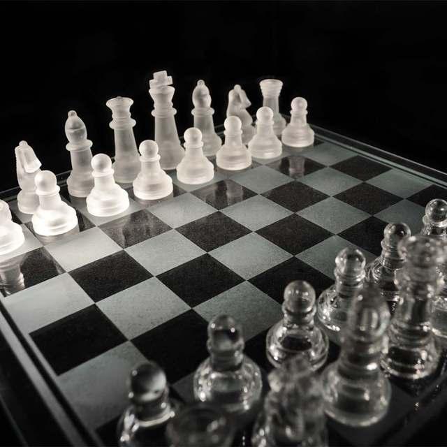 Jeu d'échecs en verre de luxe élégant plateau et pièces en verre 2