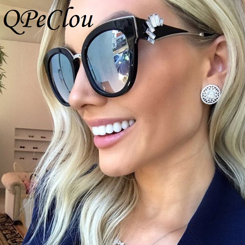 QPeClou Gradient De Luxe Diamant Cristal lunettes de Soleil Femmes 2017 Marque  Sexy Effacer Cat Eye Lunettes de Soleil Noir Cadre Oculos Lunettes dans ... 3c415e1a4b90